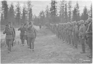 Kenraali Falkenhorst ja Siilasvuo tarkastaa joukot