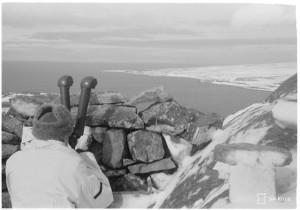 SA-kuva. Akselin pohjoiskärki. Pohjoisin vartiopaikka ryssiä vastassa. Petsamo 1943.04.10